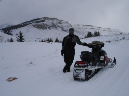 Sandeep and snowmobile.<br />_________<br />Sandeep a saně.