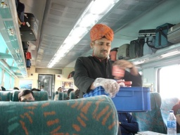 "<font size=""1"" face=""Arial"">Ve vlaku do Agry.<br />______________<br />In the train to Agra.</font>"