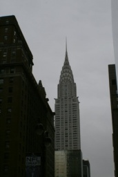 <p>Empire State Building a jejích 102 pater.<br />_________<br />Empire State Building and its 102 floors.</p>