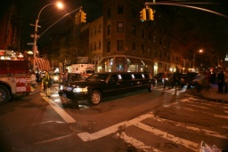 Limuzína! Ale to je přece v New Yorku normální...<br />________<br />Stretch limo! But that's normal in NY...