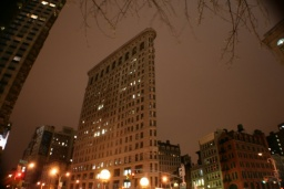 Flatiron Building je jedním ze symbolů města.<br />_________<br />Flatiron Building is one of the symbols of the city.