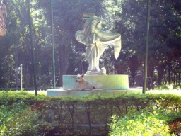 <p>Všimněte si, že socha je ve tvaru mapy Indie.<br />___________<br />Note that the statue is in the shape of India map.</p>