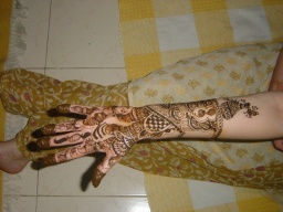 Druhá ruka/ Second hand with mehendi
