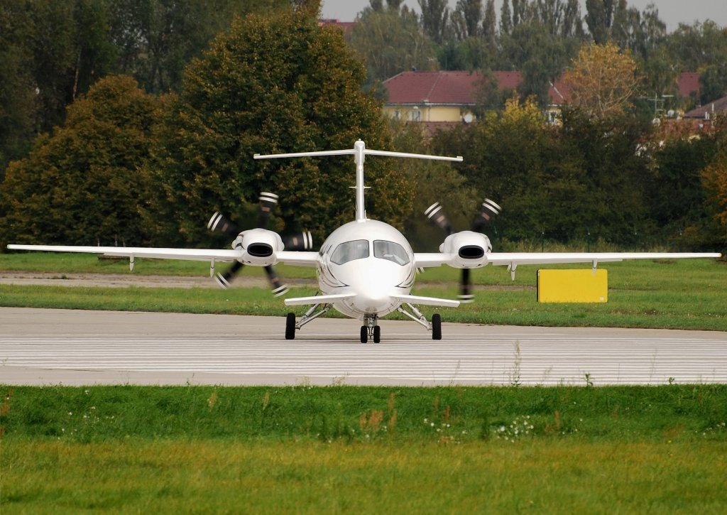 PIAGGIO 180 ICARUS AVIATION