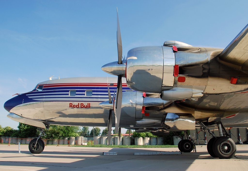 DC-6BTHE FLYING BULLS