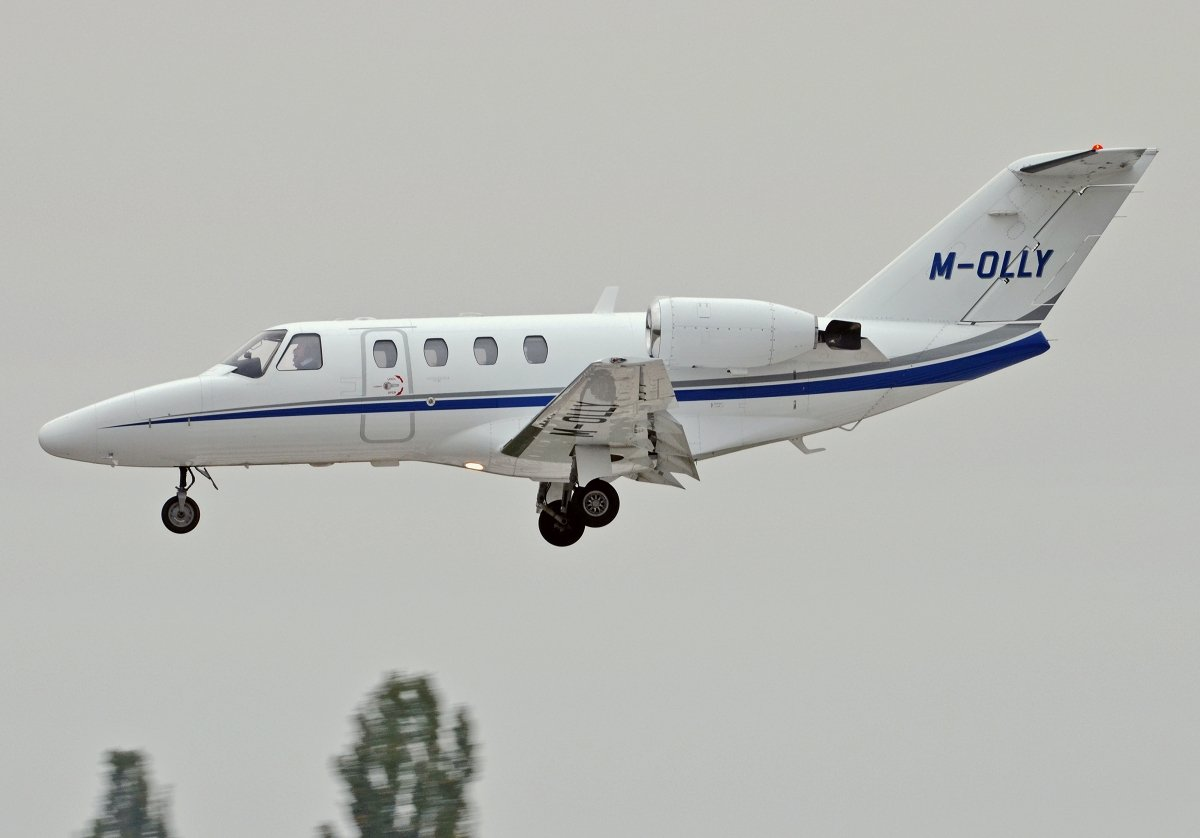 Cessna 525   M-OLLYPrivate