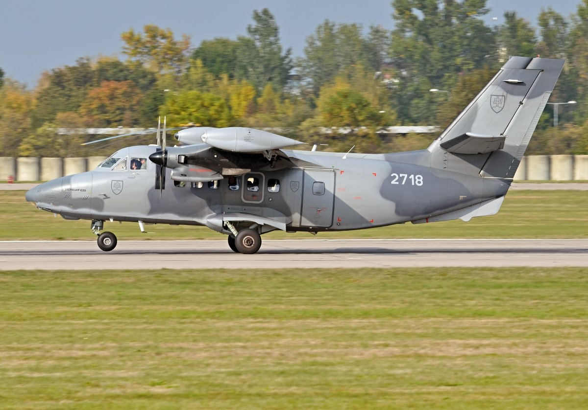 L410UVP-E20   Slovak Air Force  2718