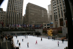 "Slavné kluziště na Rockefeller Plaza.<br />_________<br />Well-known skate ring on ""Rock""."