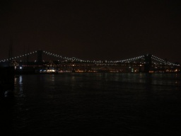 "<font size=""1"">Prosnulý Brooklynský most. <br />________ <br />The famous Brooklyn Bridge.</font>"