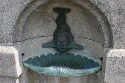 "<p class=""MsoNormal"" style=""MARGIN: 0in 0in 0pt""><font size=""1"">Veselá fontánka na jednom mostě.<br />____________<br />Funny fountain on a bridge.<o:p></o:p></font></p>"