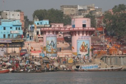 <div>Malby Šivy a Gangy na břehu.</div>
