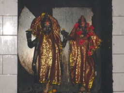 Dvojice bohů v chrámu.<br />_________<br />A pair of deities in the temple.