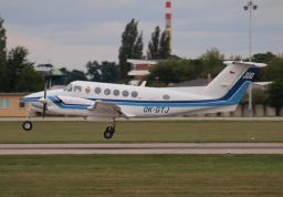 Beech 300LW Super King Air OK-GTJ (Erwin Junker Grinding Technology)